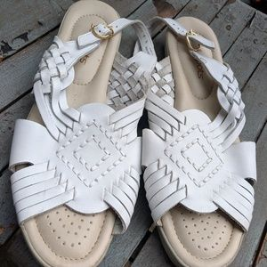 NWOT Women's Softspots White Leather Sandals 9N